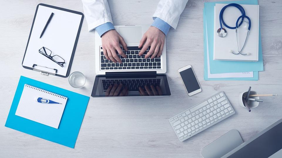 ¿Cómo nos beneficia la relación entre tecnología y salud?