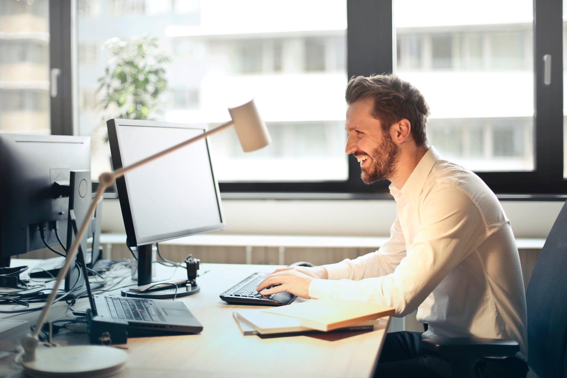 ¿Cómo debe ser una oficina saludable?