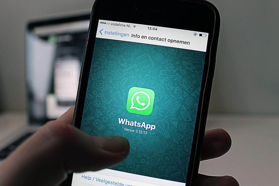 Facebook comenzaría a leer tus conversaciones de WhatsApp